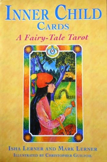 이너 차일드 카드(Inner Child tarot) 덱 오랫동안 잊혀진 어린 시절의 이야기에 갇힌 휴면 감정 기억을 깨우는 카드. 내면 아이 카드는 성인에게 영혼 자신의 개인적인 진실을 이끌어 내기에 좋다.